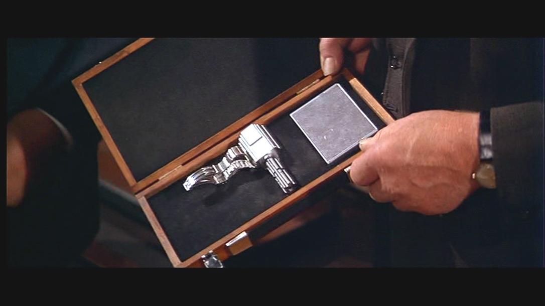 Moonraker, Wrist Dart Gun