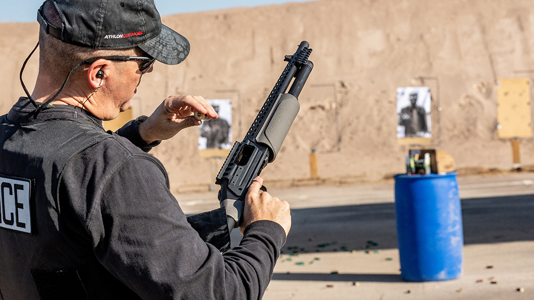 Mossberg 500 ATI Tactical, Best Shotgun 2020, loading